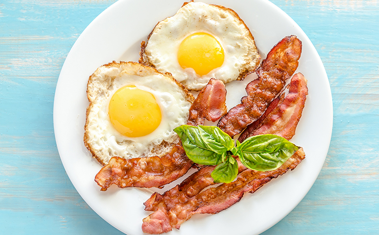 If you want to lose 10 pounds in 1 week you have to try the keto or ketogenic diet. This low-carb, high-fat diet forces your body into the state of ketosis where it starts to burn fat for energy, melting pounds off your body faster than any other diet. #ketodiet #ketogenic #lowcarbrecipes